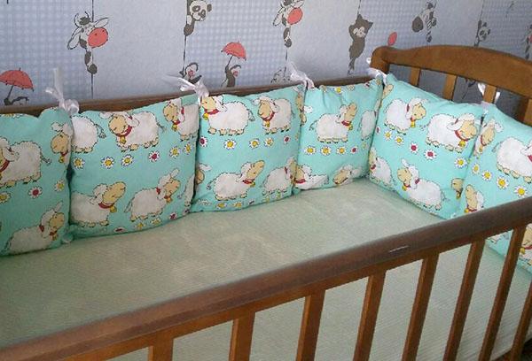 Бортики на завязках в детской кроватке