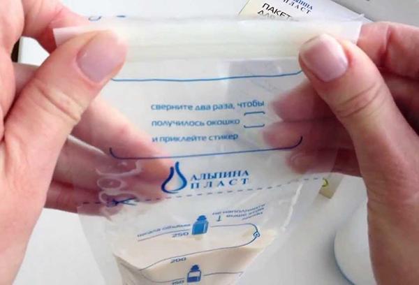 Грудное молоко в специальном пакете