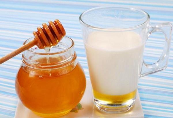 Молоко с козьим жиром и медом
