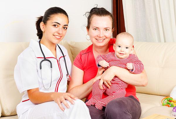 Педиатр приехала домой к ребенку