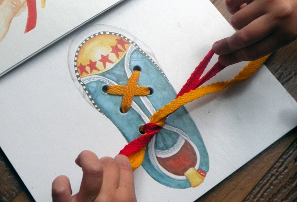 завязывание шнурка