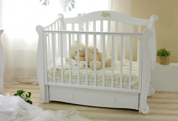 белая детская кровать