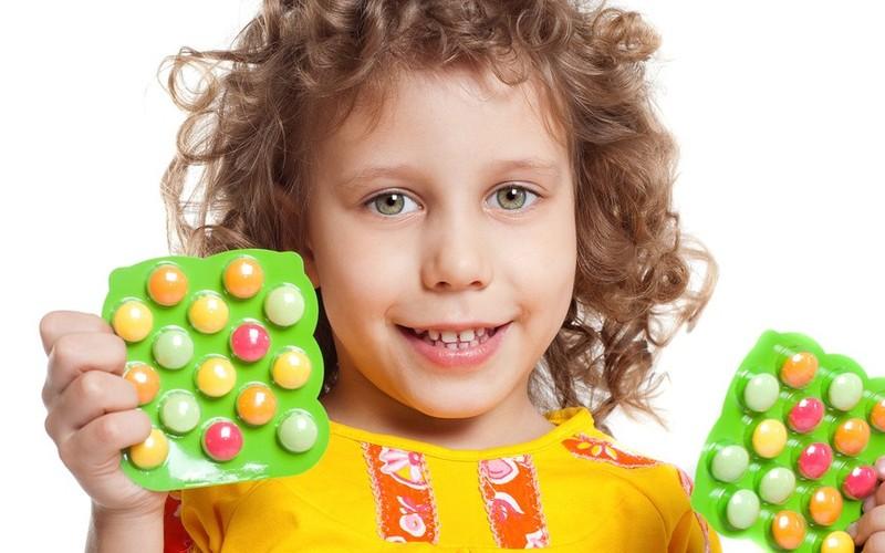 Девочка с витаминами