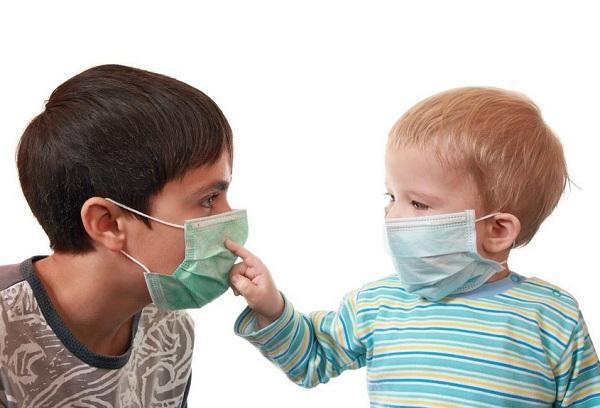 дети с защитными масками