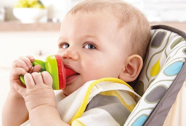 мальчик с ниблером во рту