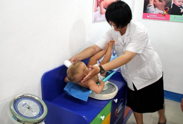 взвешивание ребенка