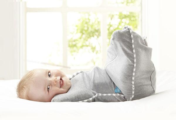 Малыш в свободной пеленке