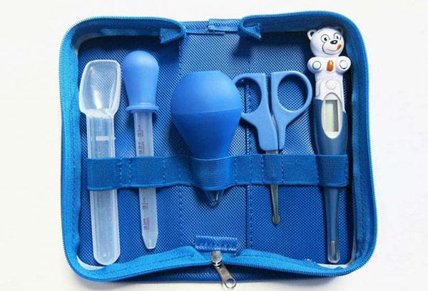 Медицинские инструменты для ухода за новорожденным