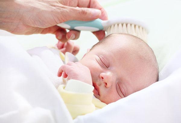 Устранение молочных корочек у малыша