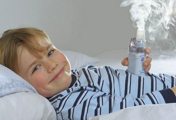 Ребенок с меш-небулайзером