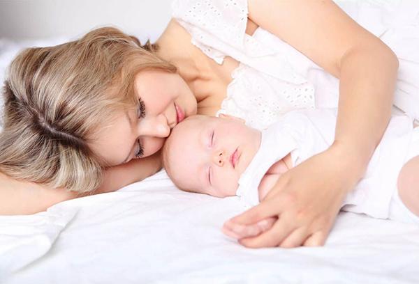 Совместный сон мамы и грудничка