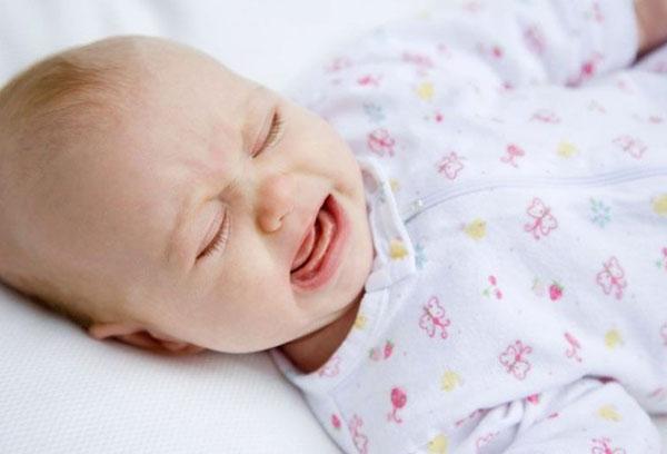 Малыш плачет во сне