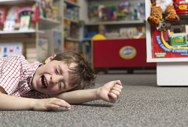 Истерика у ребенка в магазине