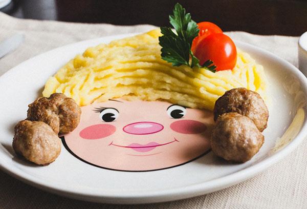 Тарелка с детской едой