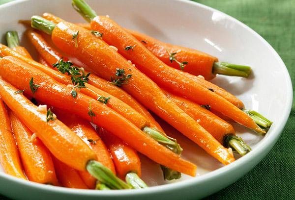 Морковь с маслом и зеленью