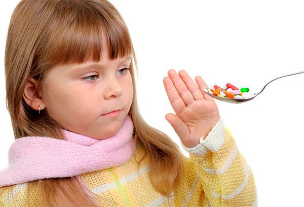 Девочка отказывается от таблеток